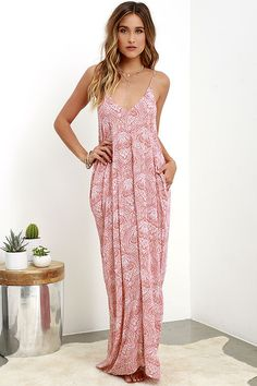 Take the Global Gallivant Ivory and Red Print Maxi Dress along for the ride as you travel far and wide! Lightweight paisley print fabric, with a delightful dotted texture, shapes this wide-cut maxi dress with a triangle bodice, V-neckline and adjustable spaghetti straps. Hidden side seam pockets.