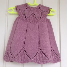 Ravelry: Cabbettenz's Kiwi Clara Dress w/ garter stitch borders Ravelry, Kids Clothing Brands, Clothing Patterns, Children Clothing, Crochet Shoes, Knit Crochet, Knitted Hats Kids, Girls Tunics, Baby Cardigan
