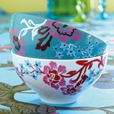 With ceramic pens you can make your own distinctive mark on your crockery.