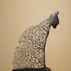 Korean artist Kang Dong Hyun creates metal sculptures that look as though they are formed from delicate tree branches and twigs. art Surreal Animal Sculptures Made of Metallic Branches Pay Homage to the Gifts of Nature Sculptures Sur Fil, Animal Sculptures, Wire Sculptures, Sculpture Metal, Abstract Sculpture, Sculpture Rodin, Ribbon Sculpture, Colossal Art, Antony Gormley