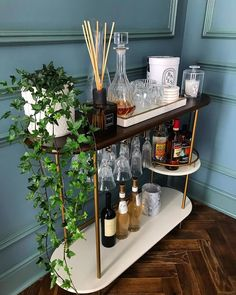 "Awesome ""bar cart decorating""x information is offered on our website. Check it out and you wont be sorry you did. Home Bar Decor, Bar Cart Decor, Home Decor Quotes, Cheap Home Decor, Apartment Bar, Apartment Living, Studio Apartment Furniture, Bar Cart Styling, Living Comedor"