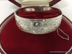 Gioielli e bigiotteria - Bracciali Antico bracciale in argento 925 - Bracciale rigido inciso e incernierato Immagine n°1