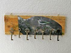 Holz Schlüsselbrett,Hakenleiste,Motiv Vogel,Haken von Schlueter-Home-Design auf DaWanda.com