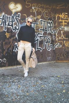 Hier noch etwas ganz besonderes für Euch für den Start ins Wochenende! Petra beige antik einfach nur schön! Schaut mal bei uns vorbei es gibt viel zu Entdecken! http://www.gluecksstern.de/Ho…/Petra-Roehre-beige-antik.html #girl #fashion #weekend #beige #antik #gluecksstern #stern #glueck #glück #lucky #star #mode #moda #pants #wochenende #like #love