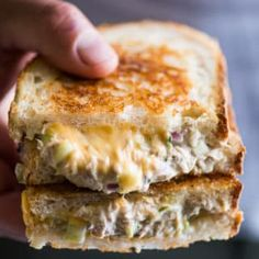 Cheesy Tuna Melt Grilled tuna cheese sandwiches aka grilled tuna melt sandwiches are awesome. DadGrilled tuna cheese sandwiches aka grilled tuna melt sandwiches are awesome. Grill Sandwich, Tuna Melt Sandwich, Cheese Sandwich Recipes, Deli Sandwiches, Tuna Melts, Soup And Sandwich, Vegetarian Sandwich Recipes, Fruit Sandwich, Vegan Sandwiches