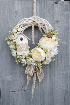 im obsessed with wreaths i think they add so much to any decor. Easter Wreaths, Christmas Wreaths, Christmas Crafts, Christmas Decorations, Wreath Crafts, Diy Wreath, Door Wreaths, Deco Floral, Summer Wreath