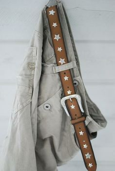 B-BELT - camel leather, metal stars