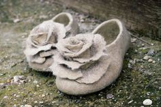Felted slippers  Women home shoes with roses Beige Black Gray Sand Ivory Organic wool Traditional felt