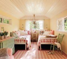 00351830. Dormitorio infantil con dos camas, telas a cuadros, cómoda y silla verde, y lamas blancas en el techo 00351830
