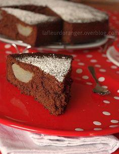 Poire et chocolat, l'association parfaite ! Après les muffins aux poires et cacao, je viens avec une recette aussi délicieuse et gourmande un gâteau moelleux au chocolat et poire. Un gâteau bien aéré et savoureux ! Ingrédients : 175 g de farine 4 à 5...