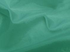 Hightech (Riviera). Tecido leve, com brilho acetinado, superfície com suave efeito de amassado. Ideal para looks festa.  Sugestão para confeccionar: vestidos de festa, saias, blusas, entre outros.
