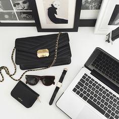 いいね!1,196件、コメント12件 ― GOLESTANEHさん(@golestaneh)のInstagramアカウント: 「Back to work 📝 ⠀⠀⠀⠀⠀⠀⠀⠀⠀⠀⠀⠀⠀⠀⠀⠀⠀⠀⠀⠀⠀⠀⠀⠀⠀⠀⠀⠀ #chanel #céline #cartier #saintlaurent」