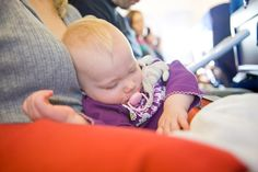 10 dicas para viajar de avião com bebês (crianças de até 2 anos) | Skyscanner