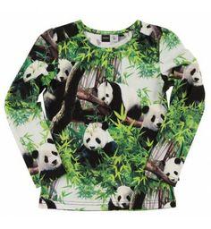 Stoer en lief shirt met 'Pandas' van Molo met lange mouw. Het shirt heeft een all-over print en de stof is iets gesmokt bij de hals en schouder aanzet.  Molo Ruth Pandas www.kidsindustry.nl