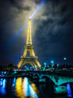 A beautiful final night in Paris before we jump on the bus to drive to Normandy, Omaha Beach, the American Cemetery, and then getting on the ferry to England! :)   #80Stays #rcmemories #AirNZPhotoContest #InterFlixContest #FlixBus #Partner