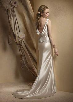 British Backless Wedding Dress Trend