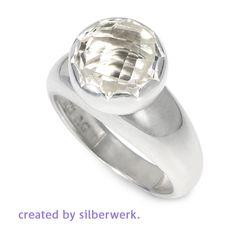Ein Ring und ein Top=Ring Ding ONE. Einfach, handlich, formschön: http://ow.ly/ZqNp309Qgwe  #silberwerk #ring #bergkristall #silber #montag