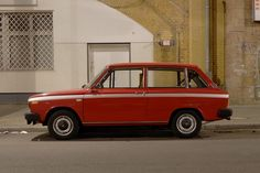 """autowahn: 1975 Volvo 66 DL.   A survivor; actually this is the first time ever we spotted this cute little box anywhere.  The Volvo 66 DL 66 was introduced shortly after Volvo took over Dutch car maker DAF in '75, who sold it as the DAF 66 before. Merciless as most Volvo buyers were, they never considered the 66 a """"real"""" Volvo. As a consequence, it didn't sell well, eventhough it was a perfect addition to Volvo's portfolio. Also, the few thousands sold were produced in good '70s fashion: wit"""