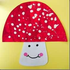 Toadstool craft - a simple and fun craft for preschoolers Fall Arts And Crafts, Autumn Crafts, Fun Crafts For Kids, Summer Crafts, Art For Kids, Petite Section, Alice In Wonderland Mushroom, 1st Grade Crafts, Mushroom Crafts