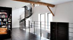 www.ludovicdiorio.com - Escalier hélicoïdal au design contemporain en métal et bois et garde-corps de  mezzanine réalisés Escaliers Décors® (www.ed-ei.fr).