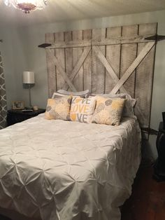 My refurbished barn door headboard...❤️