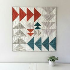 salty oat: modern handmade quilts: a custom flying geese wall quilt Quilt Studio, Quilt Baby, Small Quilts, Mini Quilts, Modern Quilting Designs, Flying Geese Quilt, Quilted Wall Hangings, Wall Hanging Quilts, Quilt Modernen