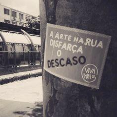 #Repost @nataciaondulada ・・・ Porto Alegre, RS. #olheosmuros #cidade #rua #arteurbana #artederua #poa #stickers #intervencaourbana #rs #portoalegre #poste #muro http://ift.tt/2kc6kmJ