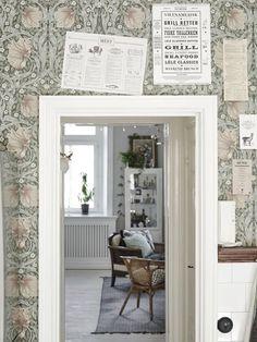 William Morris Pimpernel wallpaper in Bay Leaf/Manilla William Morris Wallpaper, William Morris Tapet, Morris Wallpapers, Painting Wallpaper, Of Wallpaper, Swedish Wallpaper, Beautiful Wallpaper, Swedish Kitchen, Kitchen Wallpaper