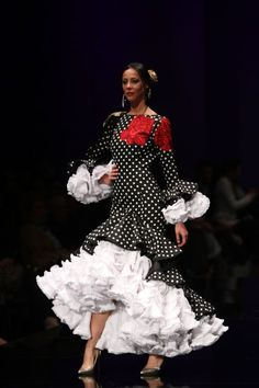 spanish style homes description Flamenco Costume, Flamenco Dancers, Flamenco Dresses, Gala Dresses, Bridal Dresses, Nice Dresses, Dance Fashion, Fashion Show, Fashion Dresses