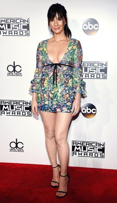 Olivia Munn in a floral mini dress - click through for more best-dressed at the 2016 AMAs Olivia Munn, American Music Awards, Sexy Dresses, Nice Dresses, Red Carpet Dresses 2016, Sexy Legs And Heels, Red Carpet Looks, Mode Outfits, Red Carpet Fashion
