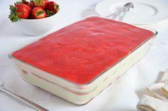 Tiramisú de fresa I Love Food, A Food, Food And Drink, Sweet Desserts, No Bake Desserts, Cake Cookies, Cupcake Cakes, Strawberry Tiramisu, Cake Recipes