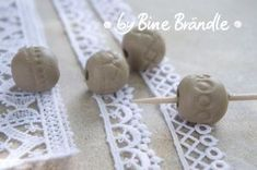 making ceramic beads http://bine-braendle.de/toepfern/