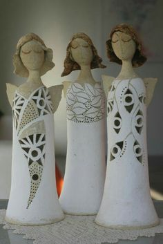 huumm love this too. I miss doing pottery Hand Built Pottery, Slab Pottery, Pottery Art, Ceramic Figures, Clay Figures, Ceramic Art, Christmas Clay, Christmas Angels, Clay Angel