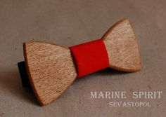 Wooden bow tie. Iphigenia  wood: Oak  material: linen  size: 10*4,5  price: $35.00 USD  https://www.etsy.com/listing/155090898/wooden-bow-ties?ref=shop_home_active