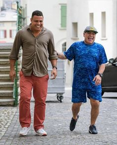 Maradona wore a blue of Argentina though Ronaldo showed no signs of Brazil's yellow Brazil Football Team, Best Football Players, Football Is Life, Football Boys, World Football, Football Cards, Soccer Players, Diego Armando, Soccer Memes