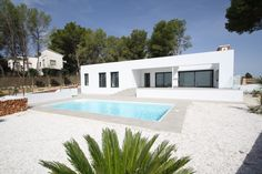 http://www.montesinosestate.com/en/property/V1606 Montesinos Falcon Real Estate offer a new construktion villa in Moraira, Tabaira, Costa Blanca. Approx. 1500 to the sea and the beautiful town. It was built with the best quality and you find all rooms on one level what is very comfortable. Do not hesitate to contact us for any further information.