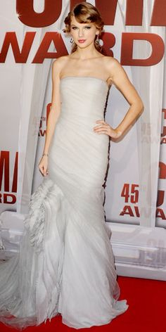 Taylor Swift - Star Finder Gallery - Celebrity - InStyle