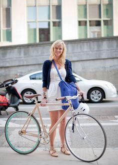 Ciclista urbana chique #fashion #bike #fixie