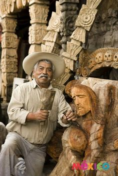A carver in Mexico. Mexico Style, Mexico Art, Mexican People, Mexican Men, Hispanic Culture, Mexican Heritage, Mexico Culture, Mexican Folk Art, Mayan Symbols