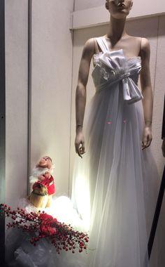 Le nostre vetrine natalizie..... Fissa il tuo appuntamento 031272396 www.tosettisposa.it #abitidasposa2015 #wedding #weddingdress #tosetti #abitidasposo #abitidacerimonia #abiti #tosettisposa #nozze #bride #modasottoleate lle #alessandrotosetti #domoadami #nicole #pronovias #alessandrarinaudo# realtime #l'abitodeisogni #simonemarulli #aireinbarcellona #rosaclara'#airebarcellona # زواج #брак #فساتين زفاف #Свадебное платье #حفل زفاف في إيطاليا #Свадьба в Италии