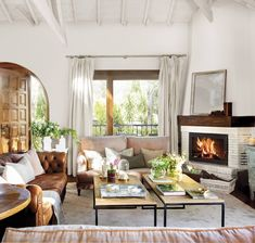 99 Comfortable And Modern Living Room Decor And Design Ideas For You - Page 43 of 99 - Chic Hostess Fancy Living Rooms, Classic Living Room, Living Room Modern, Living Room Decor, Small Living, Dream Furniture, Outdoor Furniture Sets, Furniture Design, Home Decor Inspiration