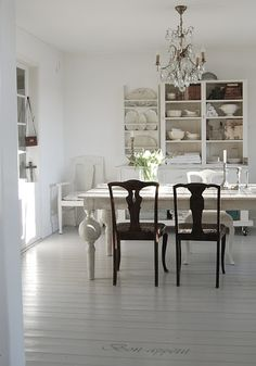 What an awesome dinning room...