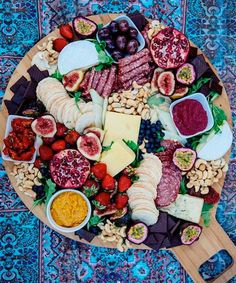 15 Swoon-Worthy Cheese & Charcuterie Boards - Shared Hosting - Hosting a party at home? Look no further than these 15 swoon-worthy cheese and charcuterie boards that we are absolutely obsessed with. Food Platters, Cheese Platters, Catering Platters, Catering Food, Tapas, Charcuterie And Cheese Board, Cheese Boards, Charcuterie Spread, Charcuterie Platter