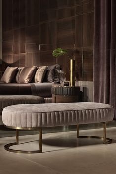 Contemporary Italian Designer Leather Upholstered Bench at Juliettes Interiors. Bench Furniture, Luxury Furniture, Home Furniture, Furniture Design, Furniture Market, Furniture Outlet, Antique Furniture, Sofa Design, Interior Design
