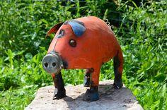 Unser mittleres Schwein. Gartendeko der besonderen Art.