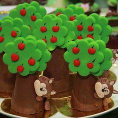 Perfeição define ! Super criativos esses cones da @delicias_de_maria. Já conheço o trabalho dessa empresa e só tenho elogios. Ela é de… Garden Birthday, 3rd Birthday, Birthday Parties, Fondant Cake Toppers, Fondant Cakes, Marzipan, Jungle Cupcakes, Red Riding Hood Party, Queens Food