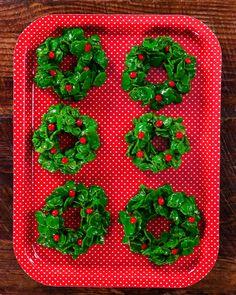 Christmas Wreath Cookies, Easy Christmas Treats, Easy Christmas Cookie Recipes, Christmas Goodies, Christmas Desserts, Holiday Treats, Christmas Fun, Christmas Wreaths, Christmas Cookies For Kids