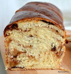 Baigli cu nuca sau cu mac - beigli, bejgli sau cozonac unguresc | Savori Urbane Gourmet Recipes, Dessert Recipes, Desserts, Romanian Food, Pastry And Bakery, Cake Cookies, Banana Bread, Quiche, Food And Drink
