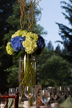 Yosemite Wedding | Blue and Green Centerpiece | Ahwahnee Hotel | addyrosedesign.com | patrickpike.com #addyroseweddings #yosemitewedding