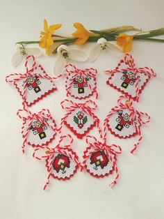 123 Cross Stitch, Cross Stitch Beginner, Cross Stitch Borders, Cross Stitch Patterns, Easy Crafts To Make, Valentine's Day Crafts For Kids, Folk Embroidery, Hand Embroidery Designs, Baba Marta